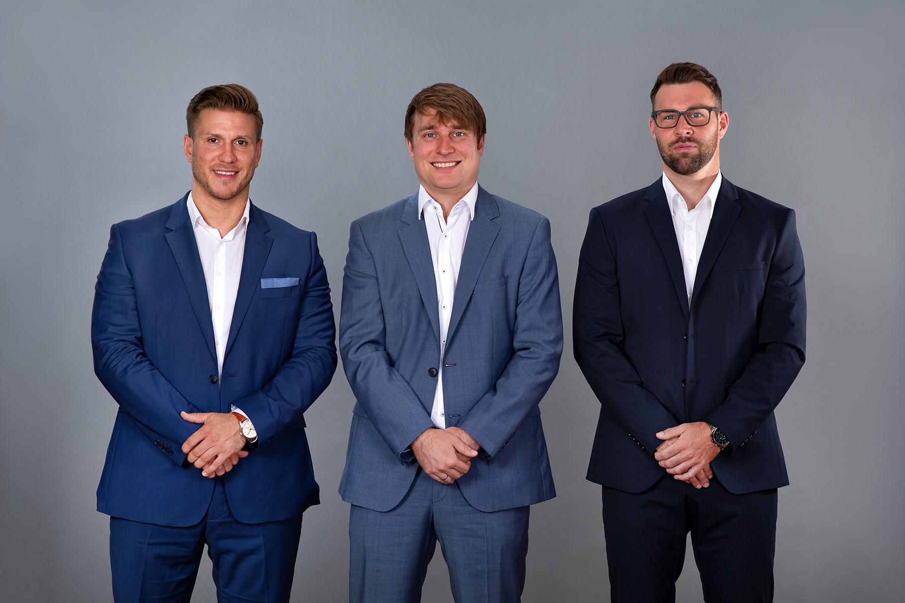 Unsere Berater Simon Schmitz und Tobias Bald mit Fabian Engelhardt